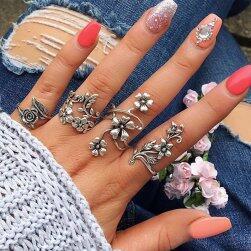 Zestaw kwiatowych pierścionków vintage - 4 szt