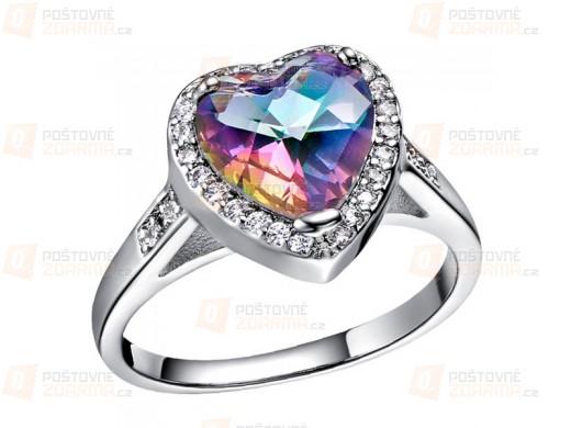 Ring mit Herz in Regenbogenfarben
