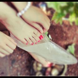 Návleky na nohy k odstranění ztvrdlé kůže