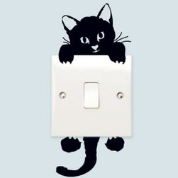 Наклейка чёрной кошки на выключатель