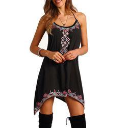 Czarna sukienka na lato z wzorami geometrycznymi