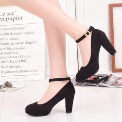 Női cipő pánttal