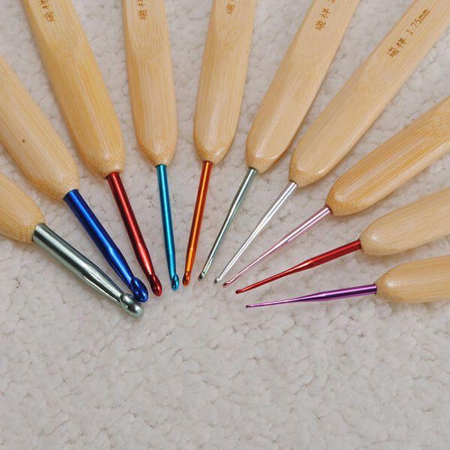 Hliníkové háčky na háčkování s bambusovými rukojetěmi 1