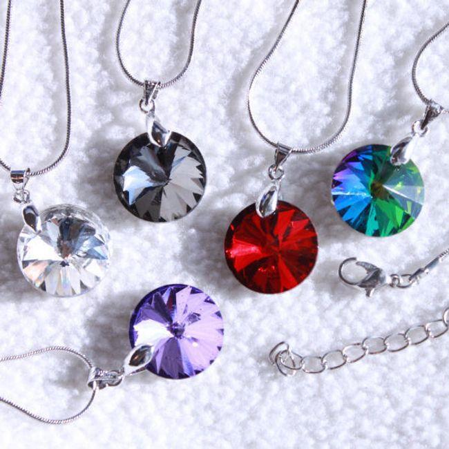 Elegantna ogrlica sa okruglim kamenčićem 1