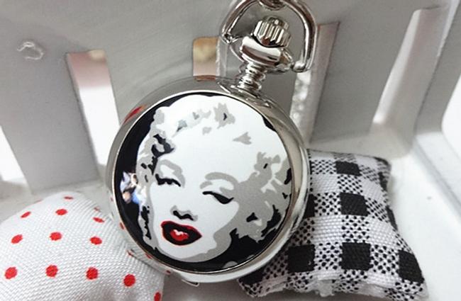 Dámské retro hodinky na řetízku s obrázkem Marilyn Monroe 1
