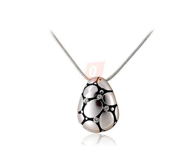 Náhrdelník s módním přívěškem s kamínky - stříbrná barva 1