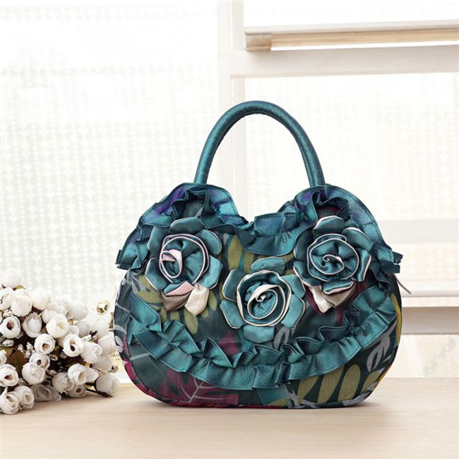 Женская сумочка, украшенная цветами 1
