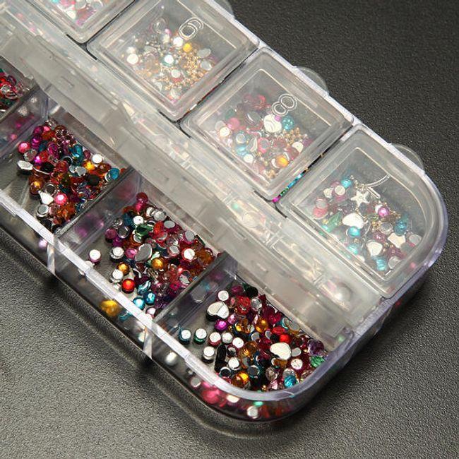 Nalepovací třpytivé ozdoby na nehty v praktické krabičce - různé tvary a barvy 1