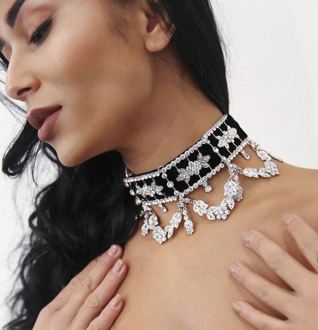 Elegantní choker s čirými krystaly 1