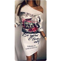 Красивое платье с открытым плечом и красивым принтом