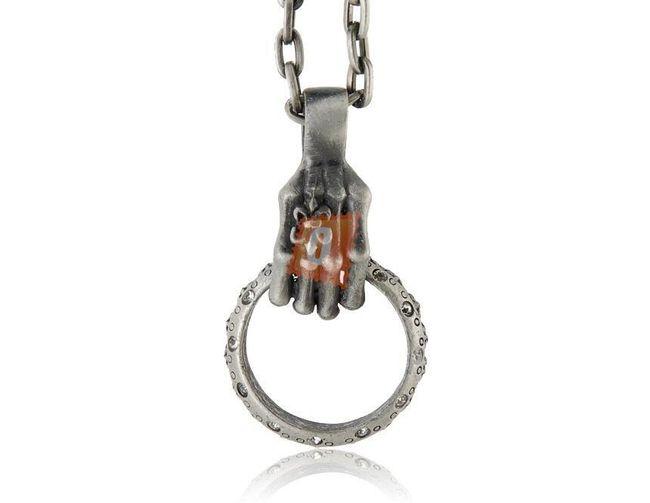 Retro náhrdelník s rukou a prstenem 1