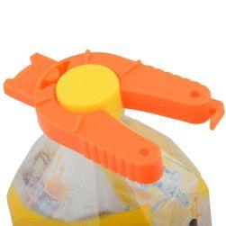 Instrument pentru deschiderea sticlelor de plastic