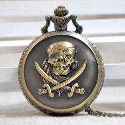 Džepni sat s gusarskom lobanjom