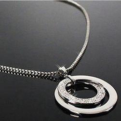 Ogrlica sa izražajnim okruglim priveskom