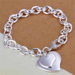 Dámský náramek se srdci ve stříbrné barvě