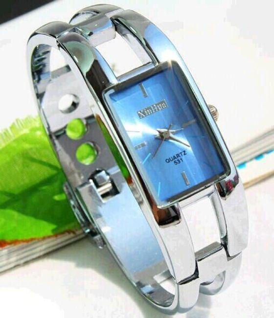Elegancki zegarek na rękę z kolorową tarczą 1