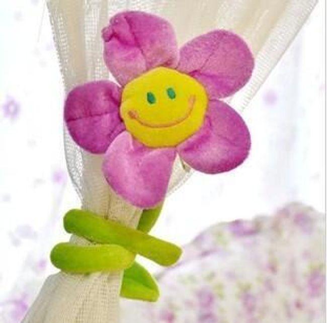 Pár barevných plyšových květin na záclony - 4 barvy 1