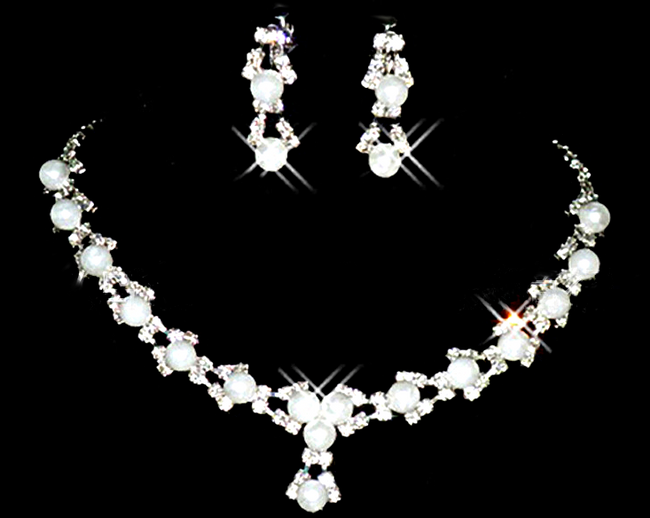 Slavnostní sada náhrdelníku a náušnic s perličkami 1