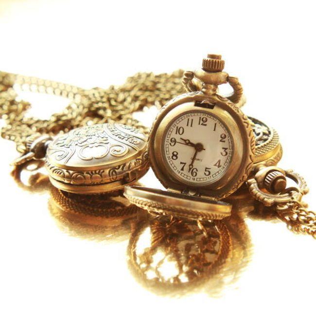 Vintage zegarek na łańcuszku z motywem motyla 1