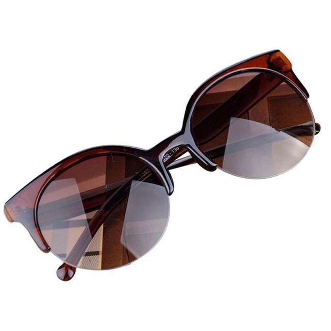 Brýle s hranatými obroučkami a kulatými čočkami 1