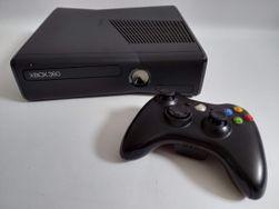Herní konzole Xbox 360 Slim 250 GB