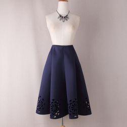 Skládaná sukně s květinovými průřezy