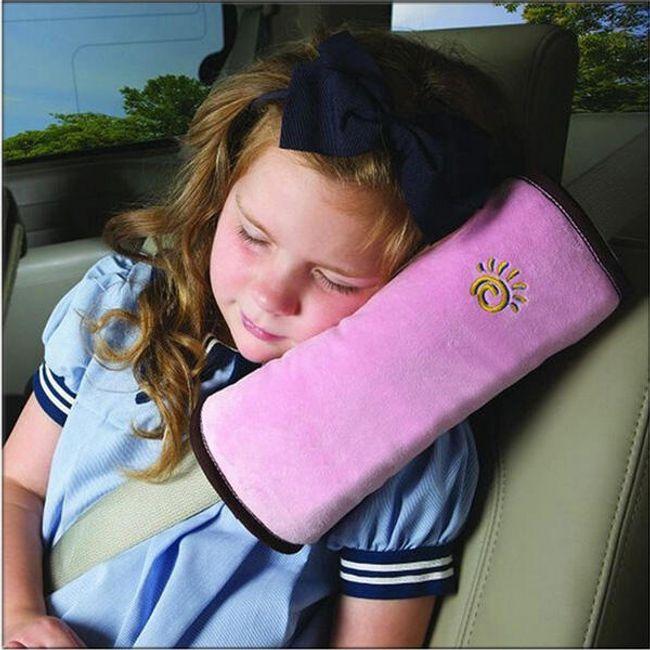 Měkký cestovní polštářek na bezpečnostní pás 1