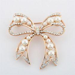 Broška - metuljček z biseri