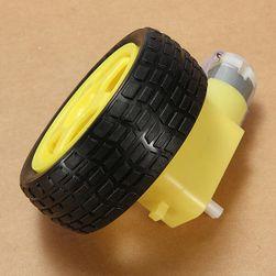 Motor sa zupčanikom i točkom za brzi automobil