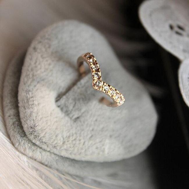 Prsten zaoblený ve zlaté barvě 1