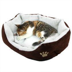 Kényelmes ágy kutyák és macskák számára mancs mintával - 6 színben