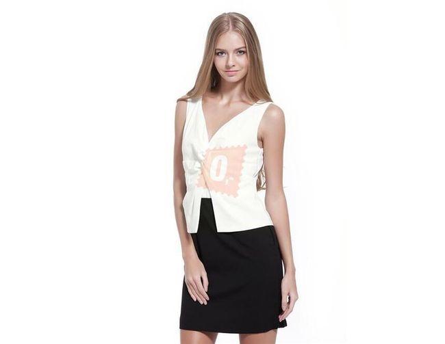 Dámské šaty s hlubokým výstřihem v černobílém provedení - vel. M 1