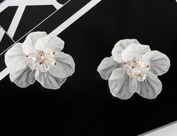 Prekrasne minđuše u obliku cveća