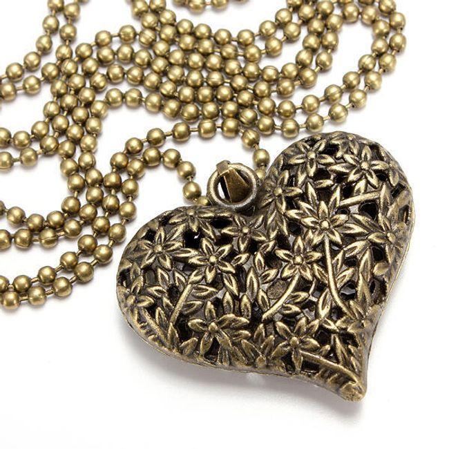 Naszyjnik z wisiorkiem w kształcie serca z wybitym wzorem - 2 kolory 1