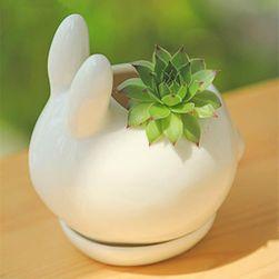 Keramický květináč v podobě králíčka