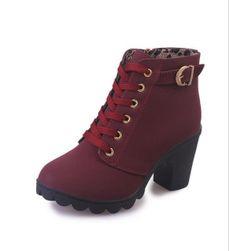 Magas sarkú cipő - különböző színek