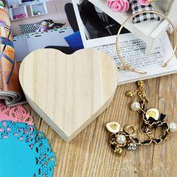 Malá dřevěná šperkovnice ve tvaru srdce