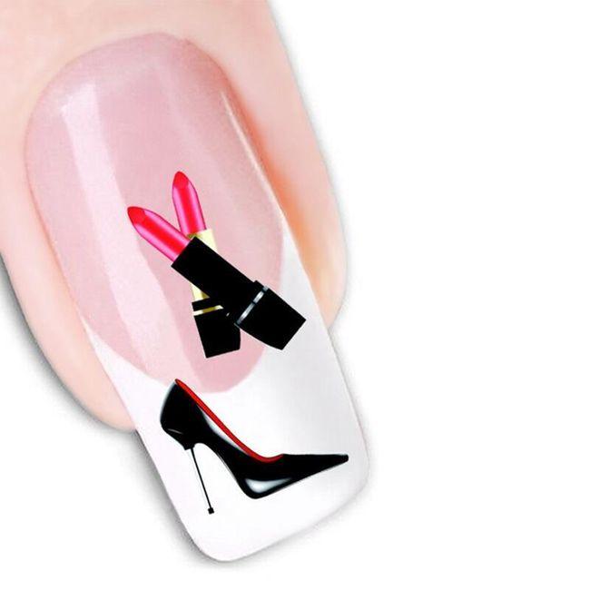 Samolepky na nehty s módními prvky 1