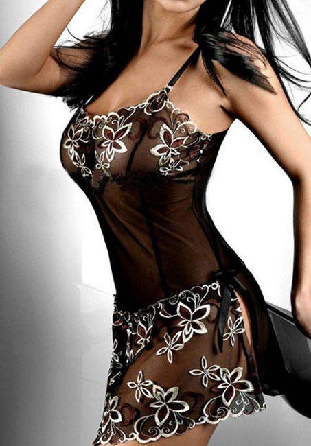 Dámská noční košilka s atraktivní výšivkou 1