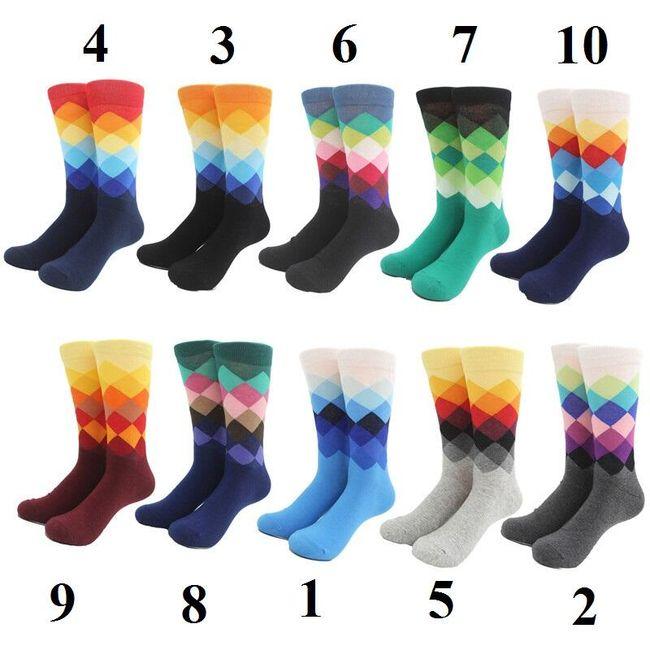 Kockás zokni élénk színekben