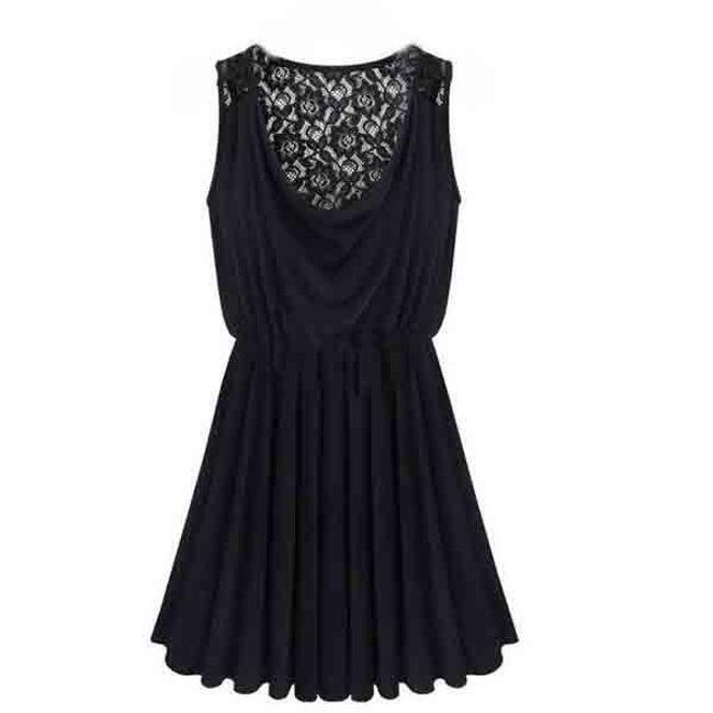 Černé šaty bohatě řasené a zdobené krajkou 1