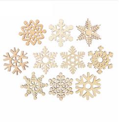 Комплект от дървени снежинки