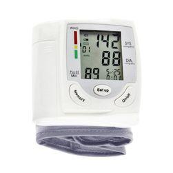 Digitális vérnyomásmérő és pulzusszám-mérő a csuklóján