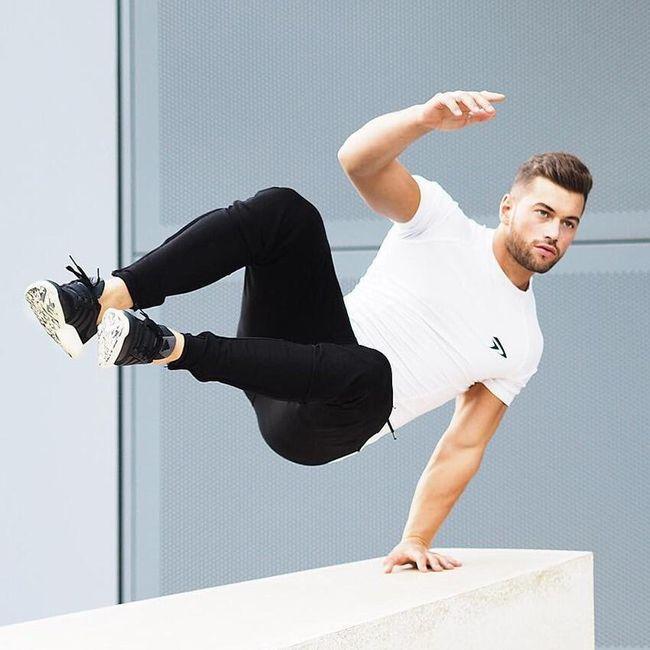 Sportos férfi póló Chuck