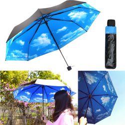 Черный зонт с облачным небом
