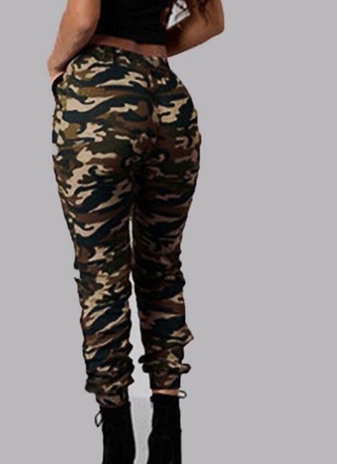 Női nadrág terepszín stílusban