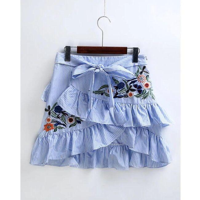 Volánková sukně s výšivkami 1