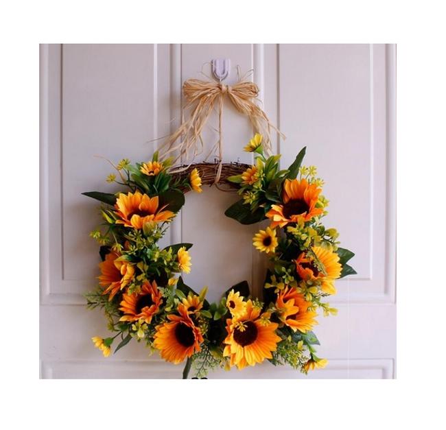 Kwiatowy wieniec na drzwi Lussy 1