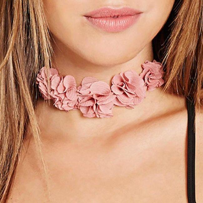 Růžový květinový chocker 1