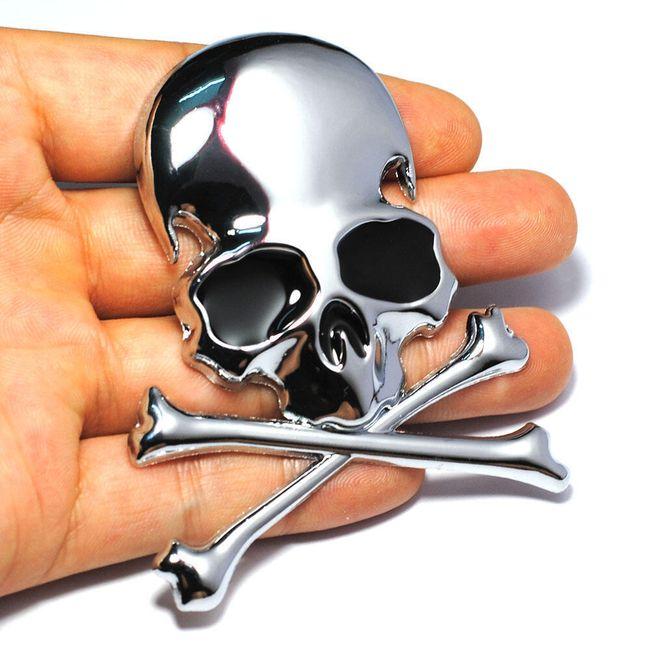 Nalepovací kovová 3D lebka se zkříženými hnáty 1